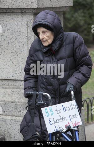 New York, USA. 19. März 2016. Koalition von Aktivistengruppen März und haben eine Stille Mahnwache, die Aufmerksamkeit - Stockfoto