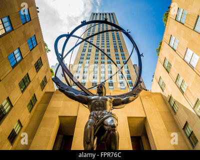 Skulptur vor dem Rockefeller Center, New York, USA. ATLAS (1937) Lee Lawrie und Rene Paul Chambellan - Stockfoto