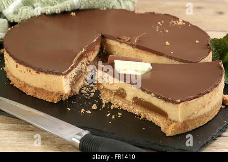 Molkerei Dessert Essen, Schokolade und Karamell-Käsekuchen - Stockfoto