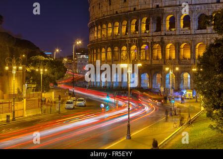 Kolosseum bei Nacht - Stockfoto