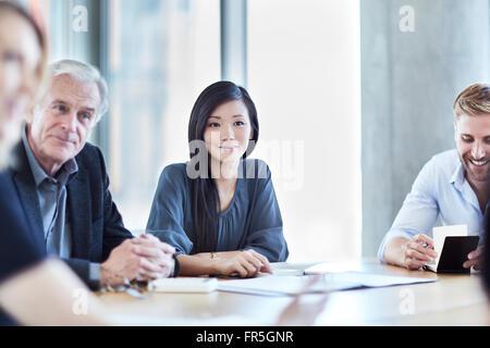 Business-Leute, die hören in treffen - Stockfoto