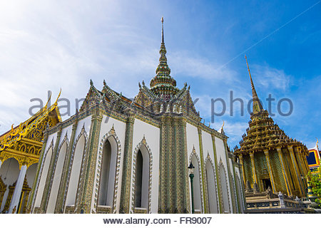 Phra Sawet Kudakhan Wihan Yot und Phra Mondop Bibliothek, Tempel des Smaragd-Buddha (Wat Phra Kaew), Grand Palast - Stockfoto
