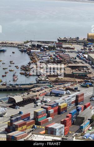 Panoramablick über den Hafen von Arica am Rande des Pazifischen Ozeans - Stockfoto
