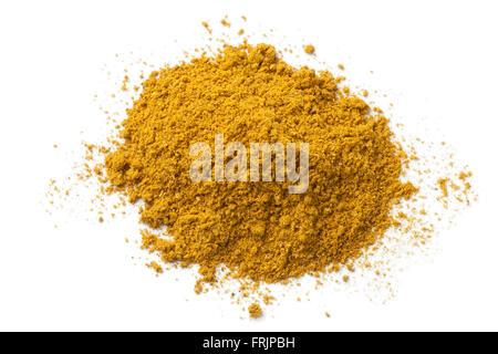 Haufen von Boden Currypulver auf weißem Hintergrund - Stockfoto