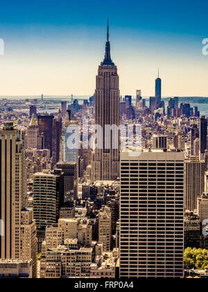 Das Empire State Building, New York City, USA, von der Aussichtsplattform des Rockefeller Center (Top of the Rock) - Stockfoto