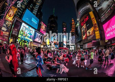 Times Square bei Nacht, New York City, USA.
