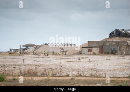 """Orford Ness Suffolk UK, Blick auf die markanten """"Pagoden"""" auf Orford Ness, einem Teil der verwahrlosten Atomic Weapons - Stockfoto"""