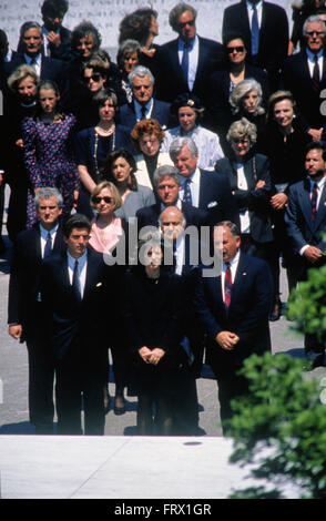 Arlington, Virginia, 23. Mai 1994 John F. Kennedy Jr. seine Schwester Caroline Kennedy Schlossberg, Präsident William - Stockfoto