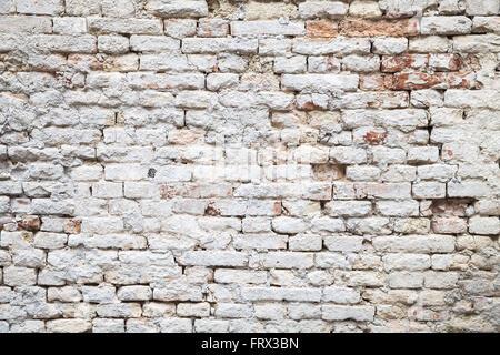 Alten roten Backsteinmauer mit weißen Farbschicht Nahaufnahme Foto Hintergrundtextur - Stockfoto