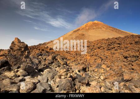 Vulkanlandschaft knapp unter den Gipfel des Mount Teide auf Teneriffa, Kanarische Inseln, Spanien. - Stockfoto