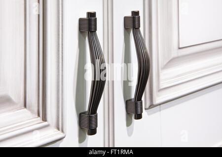 Küche Schrank Griff an Tür Stockfoto, Bild: 127286694 - Alamy