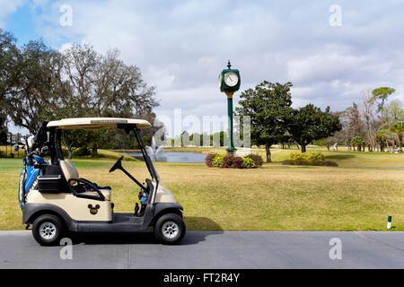 Golf-Cart auf Disneys Magnolia Golf Club, Lake Buena Vista, Orlando Florida, USA - Stockfoto