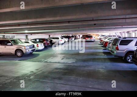Florida FL Miami Coral Gables öffentlicher Parkplatz Garage Parkplatz innerhalb - Stockfoto