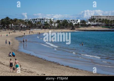Spanien, Kanarische Inseln, Lanzarote, Costa Teguise, Playa Cucharas - Stockfoto