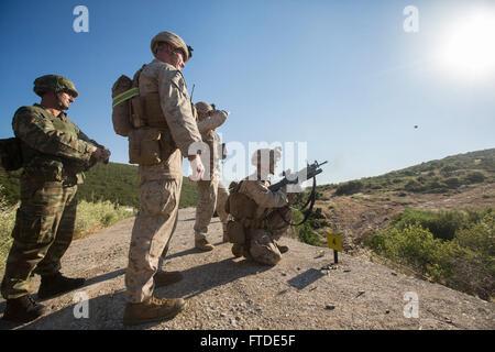 150625-M-YH418-010: VOLOS, Griechenland (25. Juni 2015) - Lance Cpl. Jacob Mclin, ein Schütze mit der 24. Marine - Stockfoto