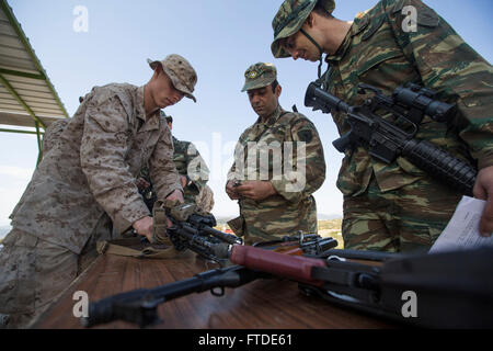 150626-M-YH418-011: VOLOS, Griechenland (26. Juni 2015) - Lance Cpl. Alexander Maxwell, ein Schütze mit der 24. - Stockfoto
