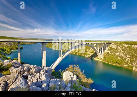 Bogenbrücke über den Fluss Krka, Dalmatien, Kroatien - Stockfoto