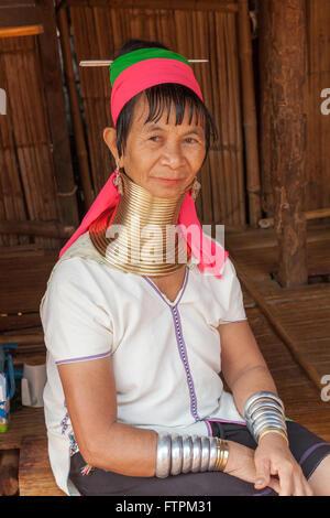Weibchen bei der Hill Tribe von Nordthailand die Langhals-Menschen in Palong Dorf - Stockfoto