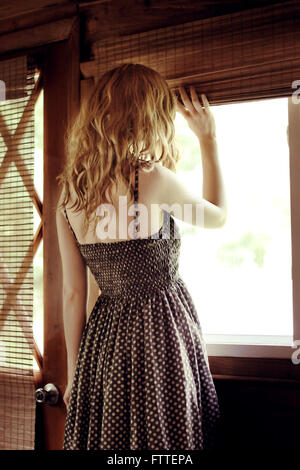 Frau am Fenster - Stockfoto