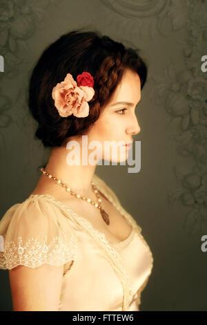 Historische Brünette Mädchen Stockfoto
