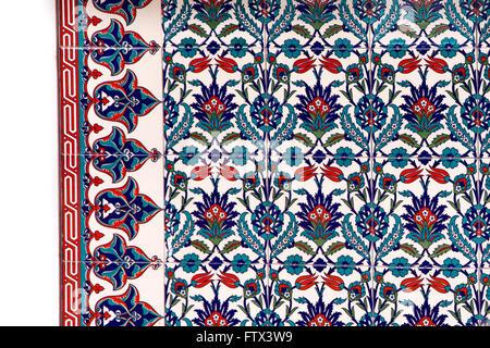 Blauen und roten Kacheln, traditionellen Blumen-design - Stockfoto