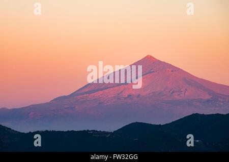 Vulkan Mount Teide auf Teneriffa bei Sonnenuntergang, wie gesehen von Vallehermoso, La Gomera, Kanarische Inseln, - Stockfoto