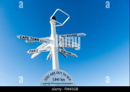 Marker, Weltstädte, markiert das Ende der längsten Mole in der südlichen Hemisphäre, Busselton, Western Australia - Stockfoto