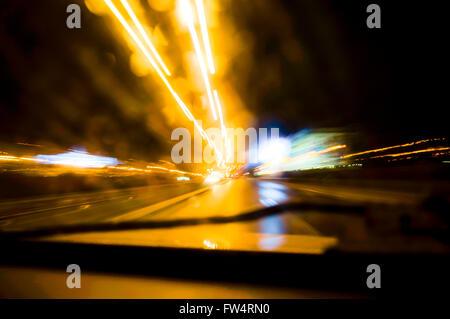 Der Nacht Straßenfahrt, Bewegungsunschärfe - Stockfoto