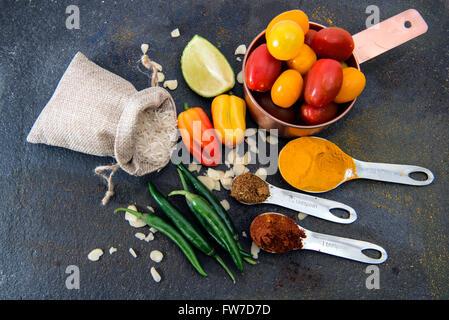 Die Zutaten für Curry und Reis - Stockfoto