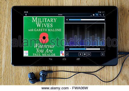 Militärische Frauen 2011 single überall dort, wo Sie sind, MP3 Album-Cover auf PC Tablet, England - Stockfoto