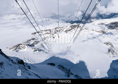 Blick vom Klein Matterhorn (Matterhorn Glacier Paradise, 3883m) auf dem Theodulgletscher unten. - Stockfoto