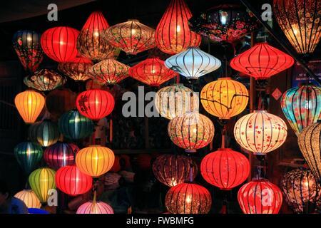 Traditionelle Seide Und Bambus Laternen Zum Verkauf In Hoi An