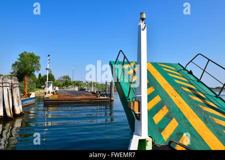 Steg, Fähre landet auf Pellestrina, Lido di Venezia, Venedig, Veneto, Italien - Stockfoto