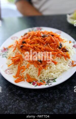 Exotische afghanische Küche, Reis mit Karotten und Rosinen - Stockfoto