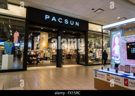 4d2892e1776 ... australia ein pacsun store in der queens center mall in new york auf  freitag 8.