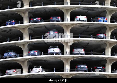 Teil der ausgesetzt 19-stöckige Garage auf einem von zwei identischen Marina City Towers in Chicago, Illinois, USA.