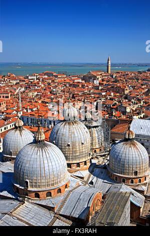 "Die Kuppeln der Basilica di San Marco. Blick vom Campanile (""Glockenturm"") di San Marco.Venice, Italien. - Stockfoto"