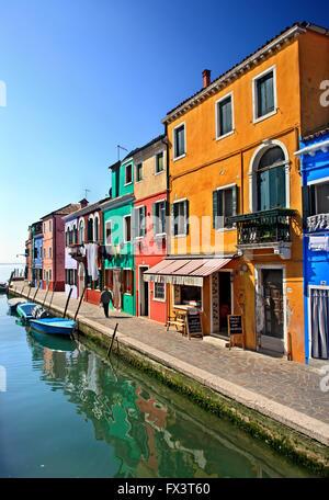 Bunte Häuser der malerischen Insel Burano, Venedig, Veneto, Italien. - Stockfoto