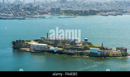 Luftaufnahme, Alcatraz, Alcatraz Island mit Leuchtturm, San Francisco, San Francisco Bay Area, Vereinigte Staaten - Stockfoto