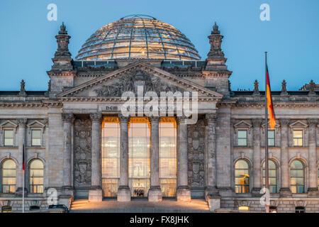Reichstag Gebäude und Kuppel Berlin Deutschland - Stockfoto