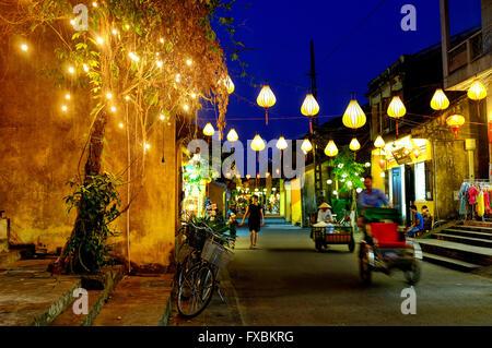 Nguyen Thai Hoc Straße in der Nacht, Hoi an, Vietnam