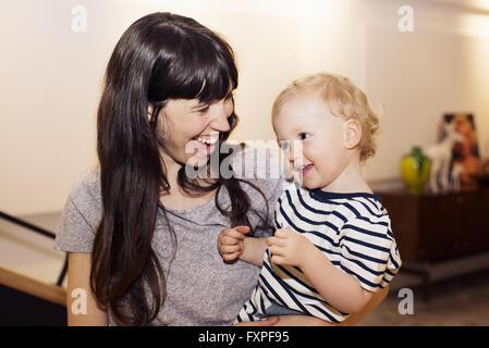 Mutter und Kleinkind, Porträt - Stockfoto