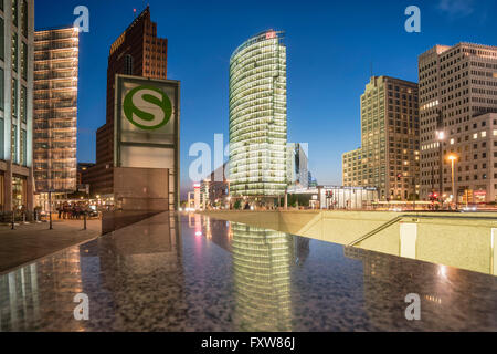 Potsdamer Platz, Berlin, Kollhoff-Tower, Sony Center, DB-Tower, Beisheim Center, S-Bahn-Eingang, Berlin Mitte, Deutschland - Stockfoto