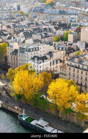 Ein Blick auf das linke Ufer (Rive Gauche) von Paris von hoch oben die Île De La Cité im Zentrum der Stadt. - Stockfoto