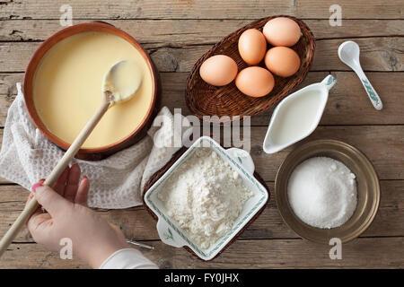 Frisch zubereitete Pudding-Creme - Stockfoto