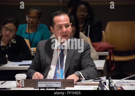 New York, USA. 20. April 2016. Julio Sanchez y Tepoz, Mexikos Bundesbeauftragten für Datenschutz gegen Gesundheitsrisiken, - Stockfoto