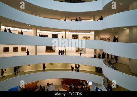 Das Innere des Solomon R. Guggenheim Museum, New York Manhattan - Stockfoto
