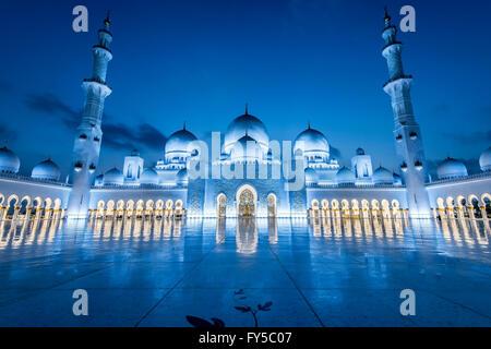 Sheikh Zayed Grand Moschee, Abu Dhabi, die größte Moschee in den Vereinigten Arabischen Emiraten - Stockfoto