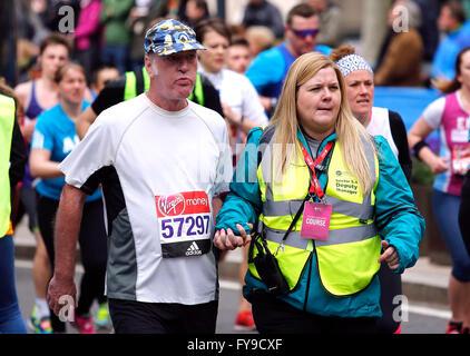 London, UK. 24. April 2016. Allgemeine Ansichten 2016-London-Marathon in der Nähe von Canary Wharf in London, Vereinigtes - Stockfoto