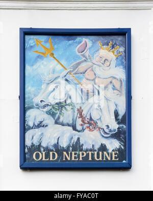 Zeichen für die alten Neptun-Kneipe am Strand von Whitstable gemalt. - Stockfoto